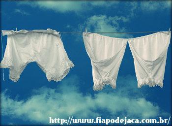 Como retirar manchas de roupas brancas? Métodos caseiros