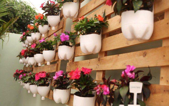 Aprenda a decorar seu jardim com garrafas pets