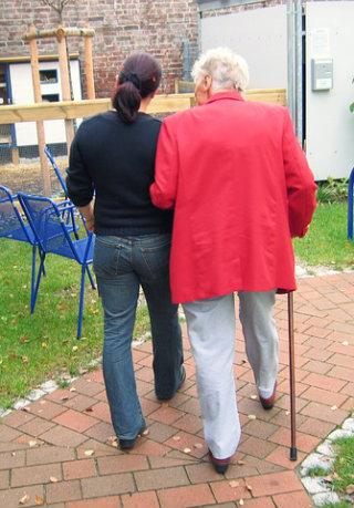 Como escolher um cuidador de idoso?
