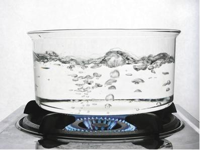 A temperatura em graus celsius do ponto de ebulição da água é de 100°C.